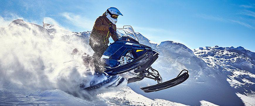 Schneefahrzeuge fahren