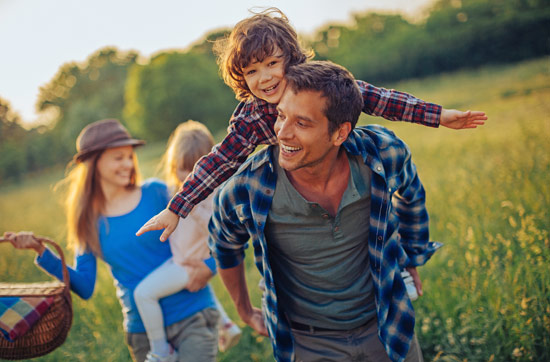 Familien-Landurlaub mit Übernachtung im Bienenwagen